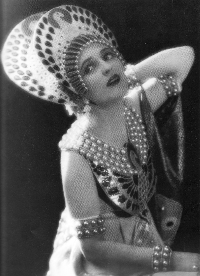 Carmel Myers in Ben Hur , A tale of the Christ directed by Fred Niblo, costume by Erté, 1925.