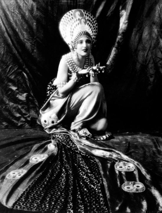 Ruth Harriet Louise for Mgm Carmel Myers in Ben Hur , A tale of the Christ directed by Fred Niblo, costume by Erté, 1925.
