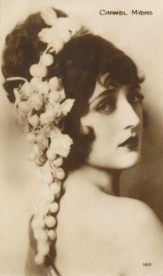 Carmel Myers ( silent film actress) portrait by Cinemagazine, 1920 [ Maybe by Clarence Sinclair Bull] - Copie