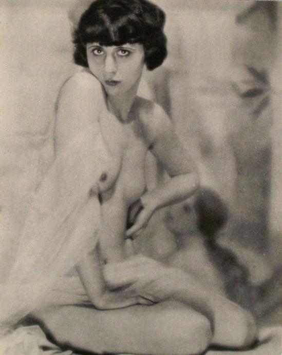 Franz Fiedler -Etude Numero Six ( femme assise) , 1933