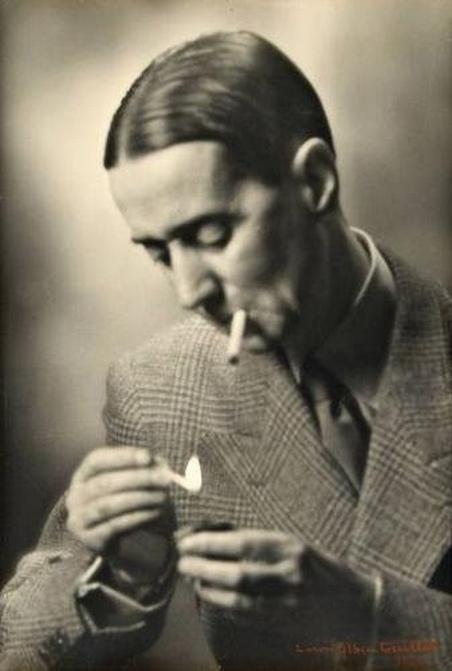 Laure Albin-Guillot-Daniel Rops (1901-1965 Ecrivain et historien français, allumant une cigarette, 1950