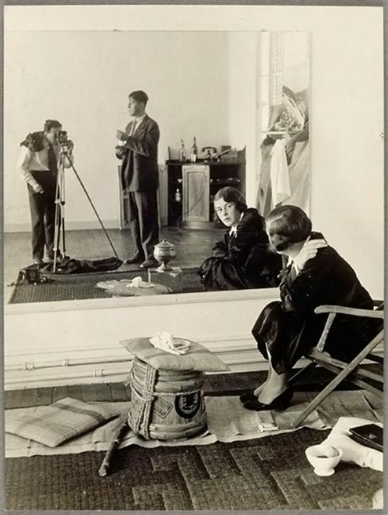 Brassaï- O. Kokoschka et Brassaï dans la glace et amie de O. K. à droite, 1931