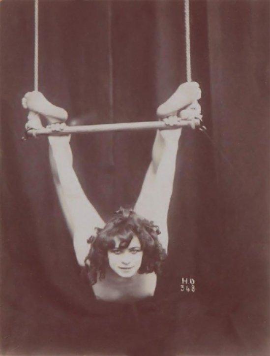 Henri-Oltramare---La-trapéziste,-1900