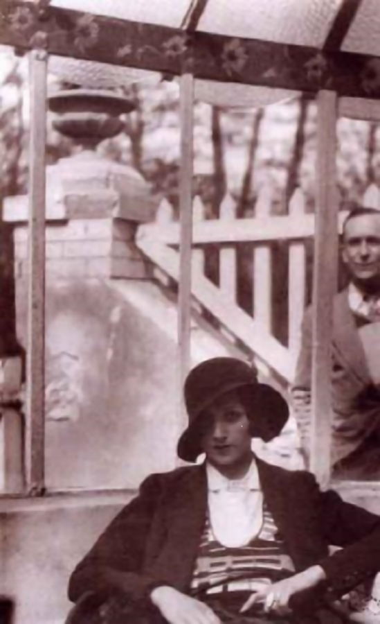 Jacques Henri-Lartigue - Sous la veranda avec Jacques , 1930