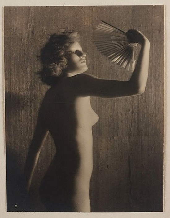 Karl F. Struss - Nude with a fan, From the Series, The Female Figure , 1917 published in Karl Struss. From 48 photographs of the female