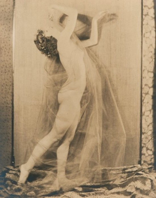 Karl Struss -Nude study c.1917 First Series 9 Plate n 6 From the Series, The Female Figure , 1917 published in Karl Struss. From 48 photographs of the female