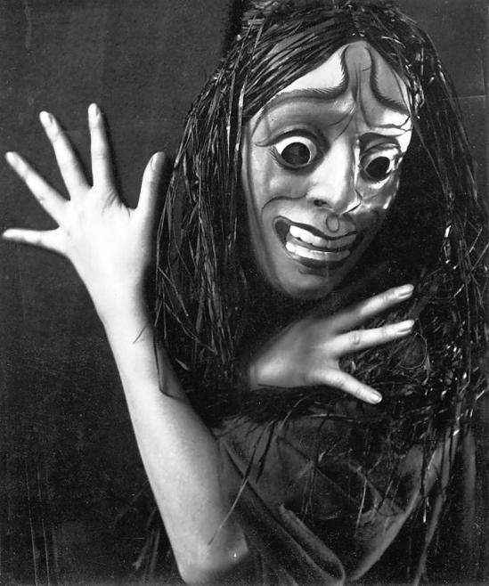 Rudolf Koppitz - Finger game. The dancer Hedy Pfundmayr 1930 as Elektra. Galerie Kicken Berlin