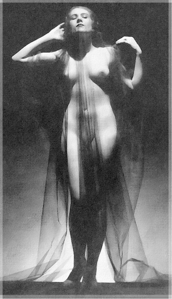 uncredited veiled nude, 1930s pour huit jours a Trebaunec