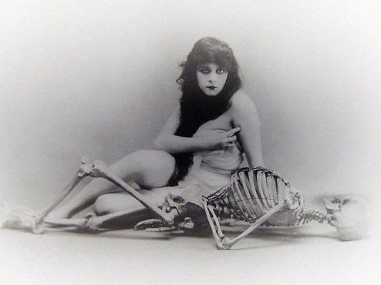 ©-Theda Bara- 1915 -[in a publicity shot for the f