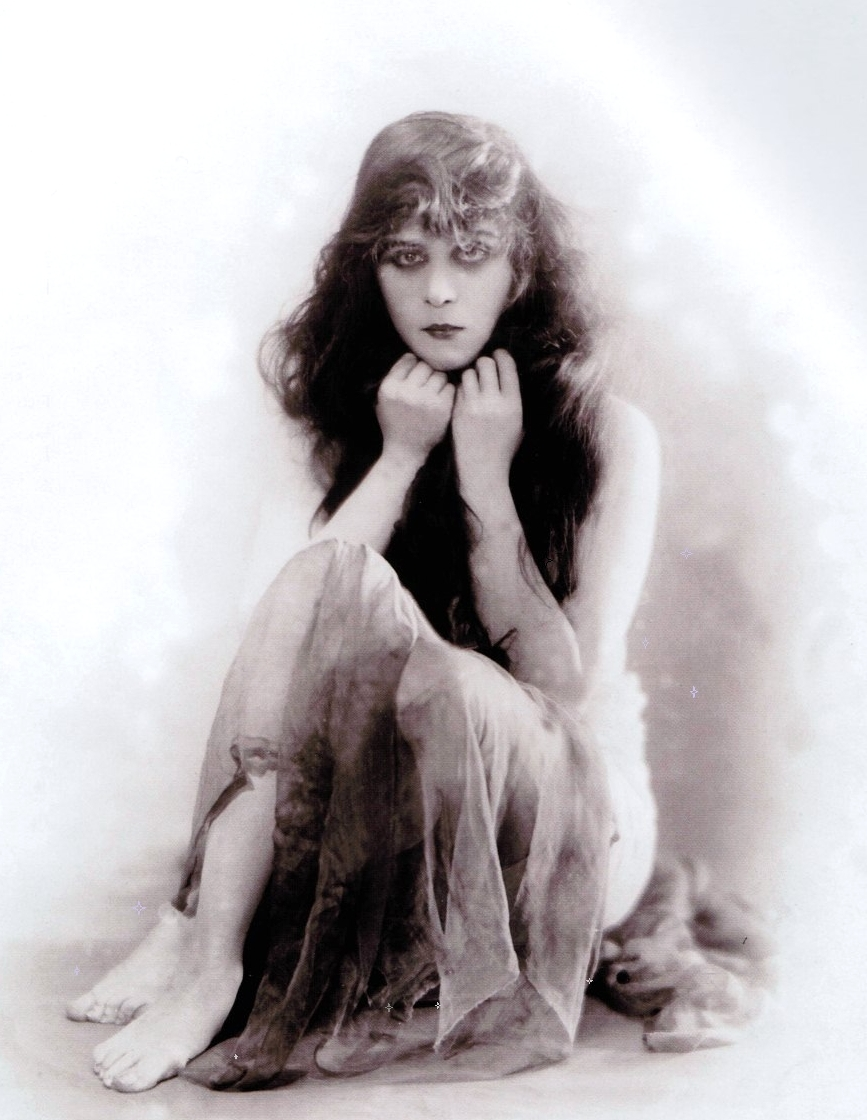 Theda Bara, as the vampire ,  1915 -[in a publicity shot for the film A Fool There Wasdirected by Frank Powell].