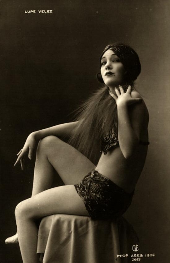 Lupe Velez 1926 ( écrit en bas à droite ) même série que la précédente.