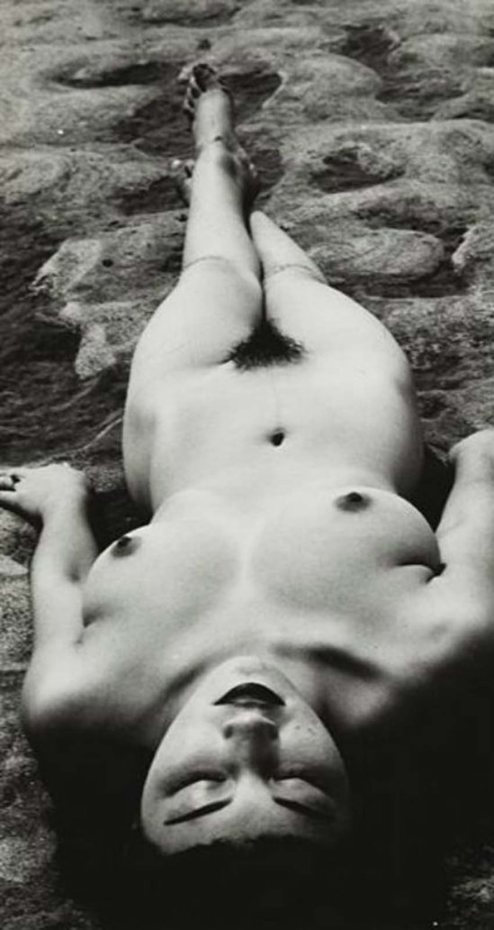 Minayoshi Takada -Nude lying on sand, 1948
