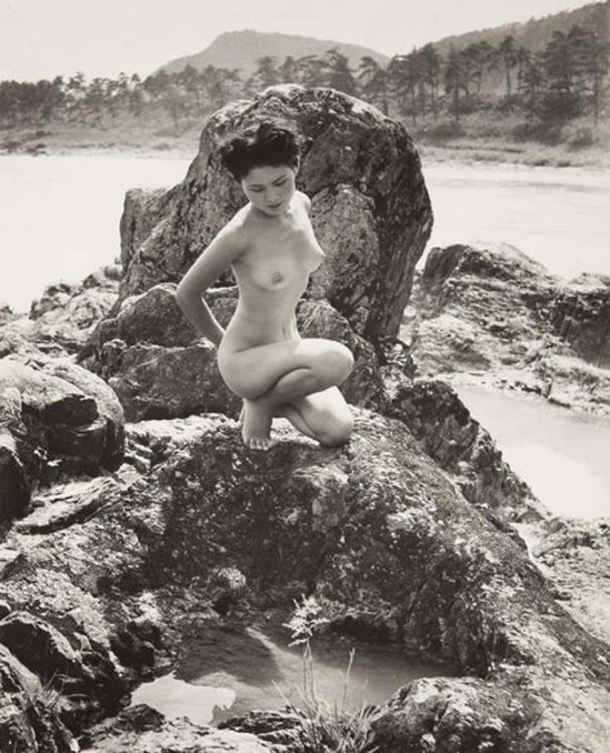 Minayoshi Takada- Nude on rocks, 1948