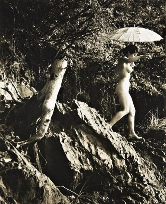 Minayoshi Takada -Nude with parasol, 1948