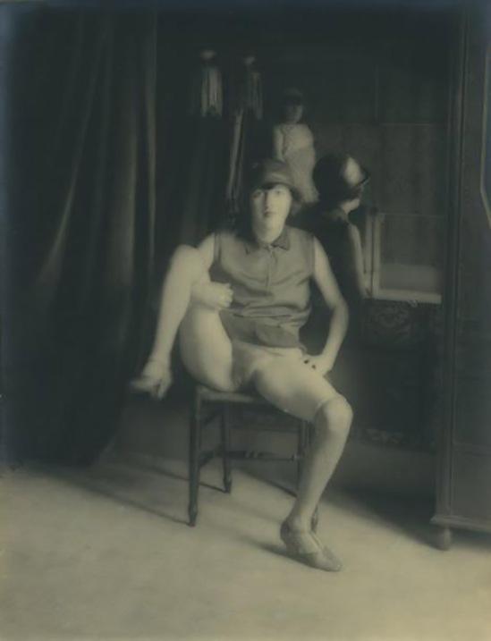 Monsieur X -Fille de maison close au miroir, vers 1930