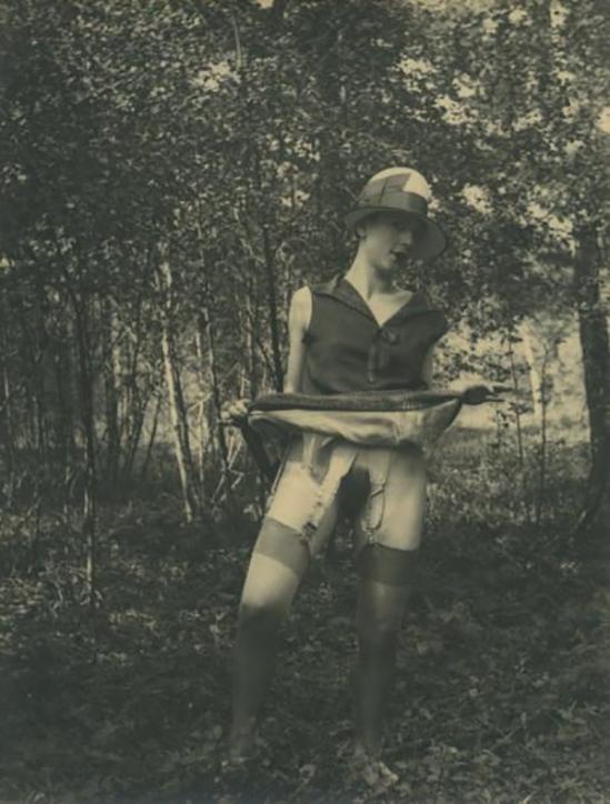 Monsieur X Fille de maison close dans un sous-bois, vers 1930.