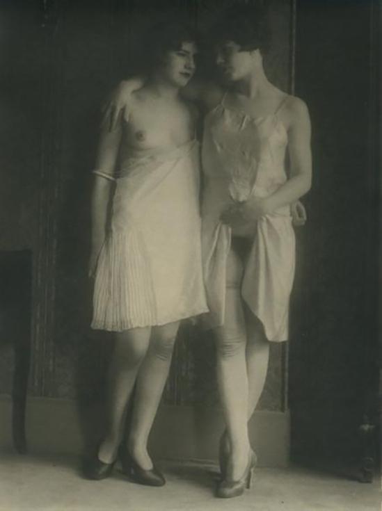 Monsieur X Filles de maisons closes en nuisette, vers 1930