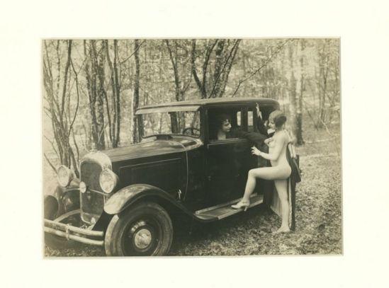 Monsieur X - Nus et voiture dans la foret , 1930