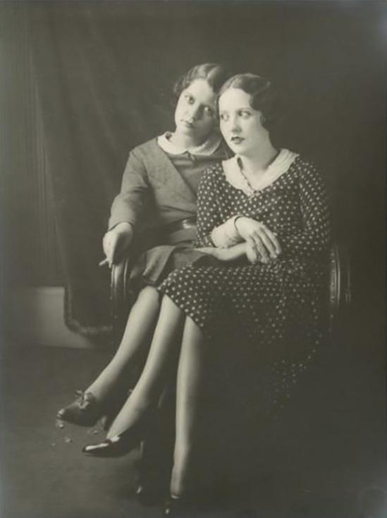 Monsieur X - Portraits de femmes. Scènes de famille, c. 1930. - Copie
