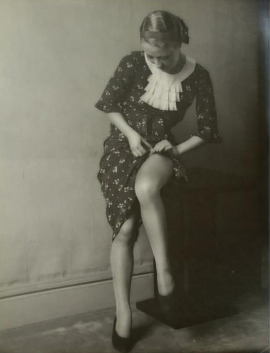 Monsieur X - Portraits de femmes. Scènes de famille, c. 1930.
