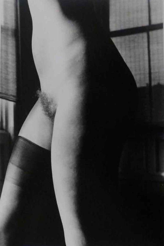 RALPH GIBSON - Nu, de la série Days at Sea, 1974 (Untitled (Nude One Knee High), 1974)