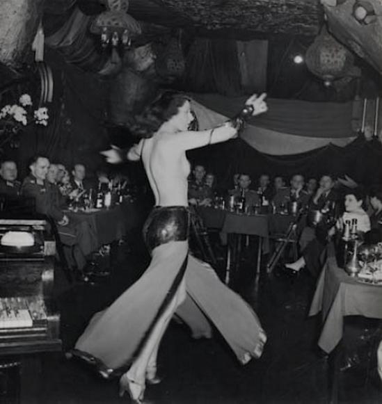 Roger Schall- Officiers allemands au Cabaret Shéhérazade, Paris, 1940