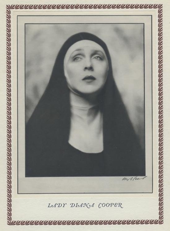 Hugh Cecil-Lady Diana Cooper déguisé en nonne dans Wimple, héliogravure , 1926