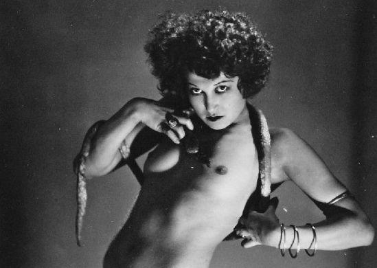Jerzy Benedykt DORYS (1901-1990) Tancerka z wężem , 1930s