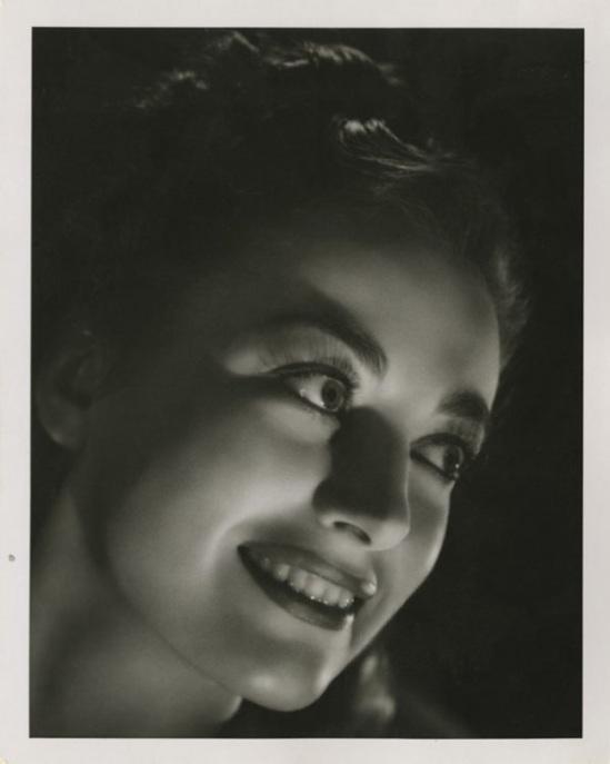 Joan Crawford by Laszlo Willinger