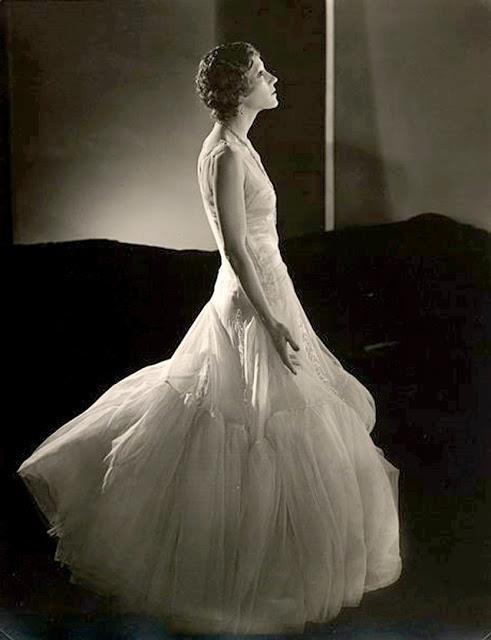 Edward Steichen -Model unknow, for Vogue, 1930's