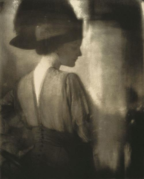 Edward Steichen -Agnes Ernst Meyer, the Girl from The Sun, 1910