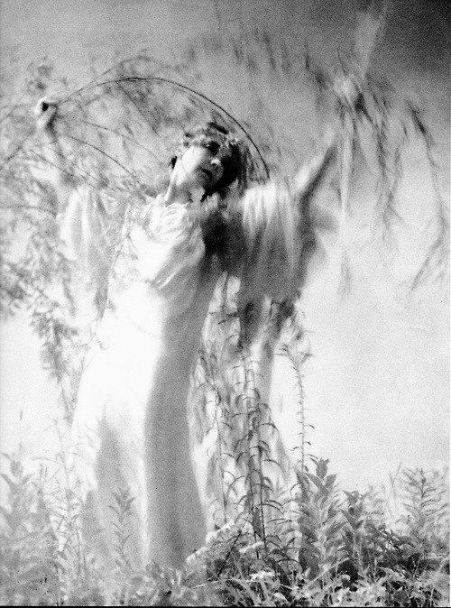 Edward Steichen - Lillian Gish as Ophelia, 1936