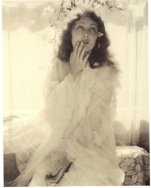 Edward Steichen - Fay Wray in Ophelia, 1930