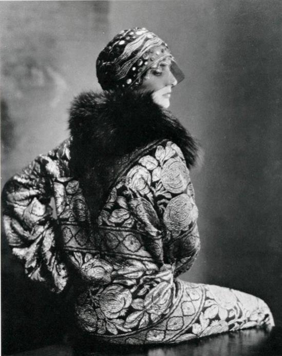 Edward Steichen- Model unknow (ensemble de la créatrice Suzanne Talbot) , 1925