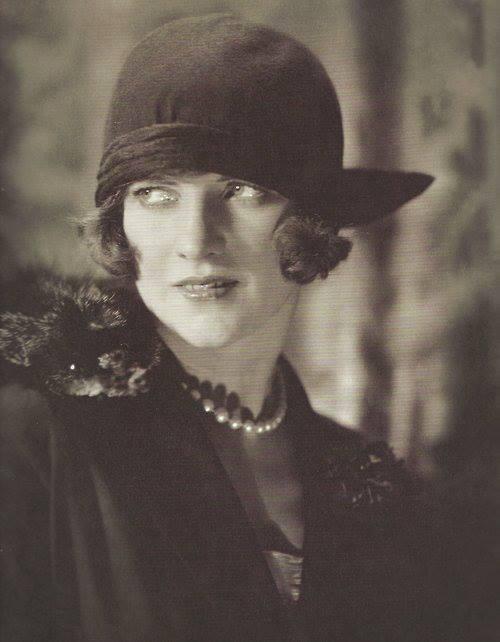 Edward Steichen - Unknow model for American Vogue, 1923