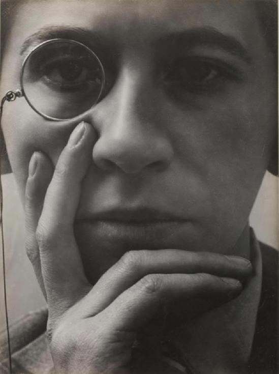 Aenne Biermann-  Contemplation, d' Helga ( Betrachtung, Tochter Helga) , 1930