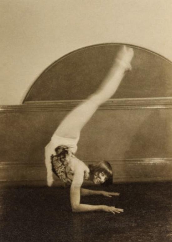 Curtis Moffat- Ms Greville Gelatin silver print. London, UK, c.1925. © Curtis Moffat Victoria and Albert Museum