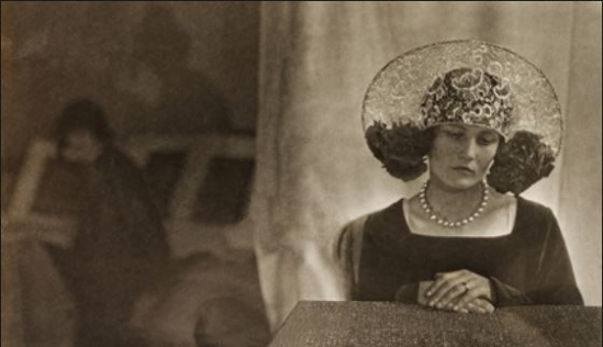 Curtis Moffat - Portrait of a woman