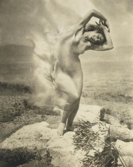 Edward Steichen - Wind fire - Thérèse Duncan on the Acropolis, 1921