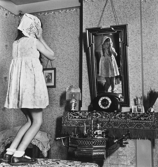 Eva Besnyö – Girl on Table, 1939