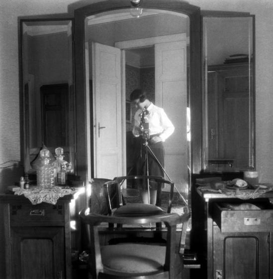 Eva Besnyö- Self-Portrait, 1929 © Eva Besnyö / Maria Austria Instituut Amsterdam