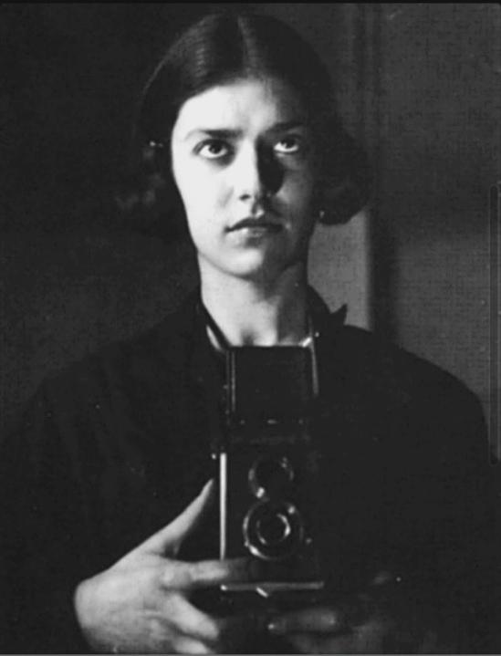 Eva Besnyö, Self-Portrait, Berlin 1932 © Eva Besnyö - Maria Austria Instituut Amsterdam