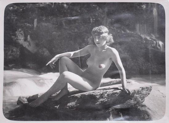 Marcel Paul Meys- Femme nue sur un rocher, Salt impression papier 1920