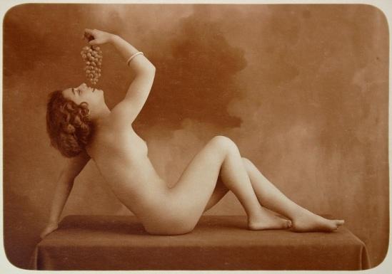 Marcel Meys- girl nue avec des raisins, Paris, 1910