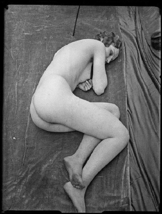 André Kertész - Distortion #102, 1933