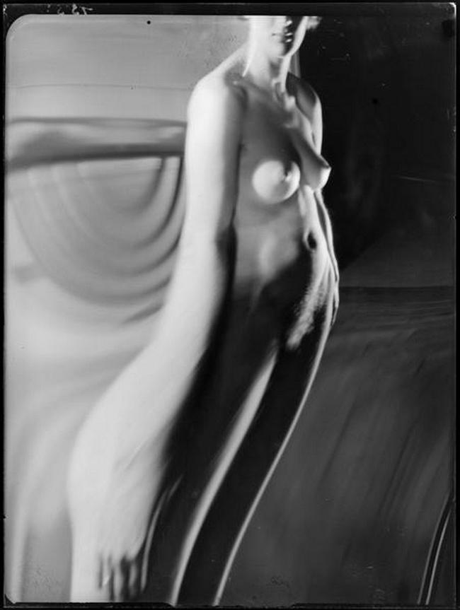 André Kertész- Distortion # 155 , 1933 ( scan  André Kertész, Distorsions, Editions du Chêne, Paris, 1976)