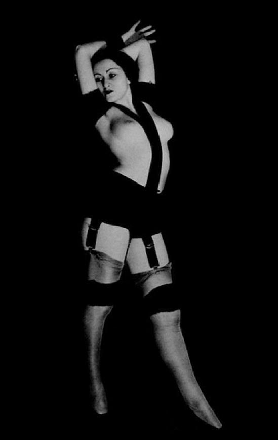 Man Ray – Série Nu aux bandelettes, , circa 1928-1929 © Man Ray Trust © ADAGP
