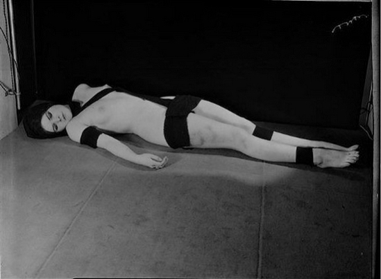Man Ray – Série Nu aux bandelettes, [ modèle Natasha] , circa 1928-1929 © Man Ray Trust © ADAGP