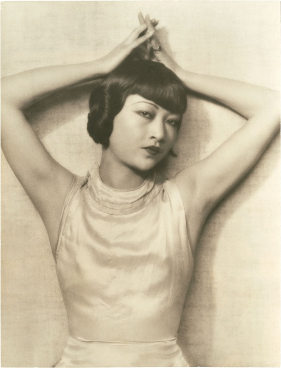 Dorothy Wilding - Anna May Wong ,1938 . Theater Portrait was taken during her successful run in the Broadway production of On the Spot. She would later star in the film version entitled Dangerous to Know ,1938 ©