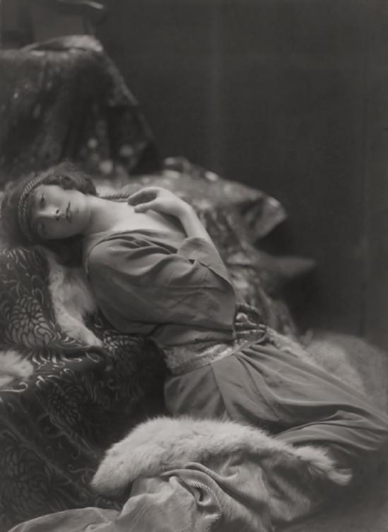 Emil Otto ('E.O.') Hoppé- Teddie Gerard, 1917